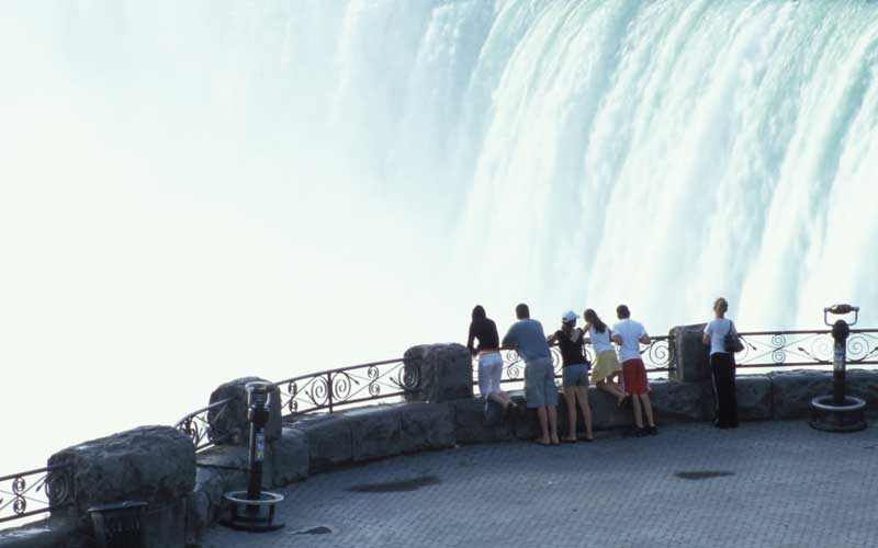 Toronto to Niagara Falls Half Day Private Tour (upto 7 people)
